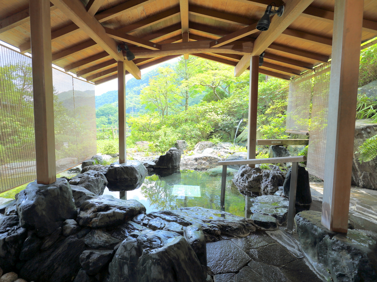 【男性】男性用露天は岩風呂です。