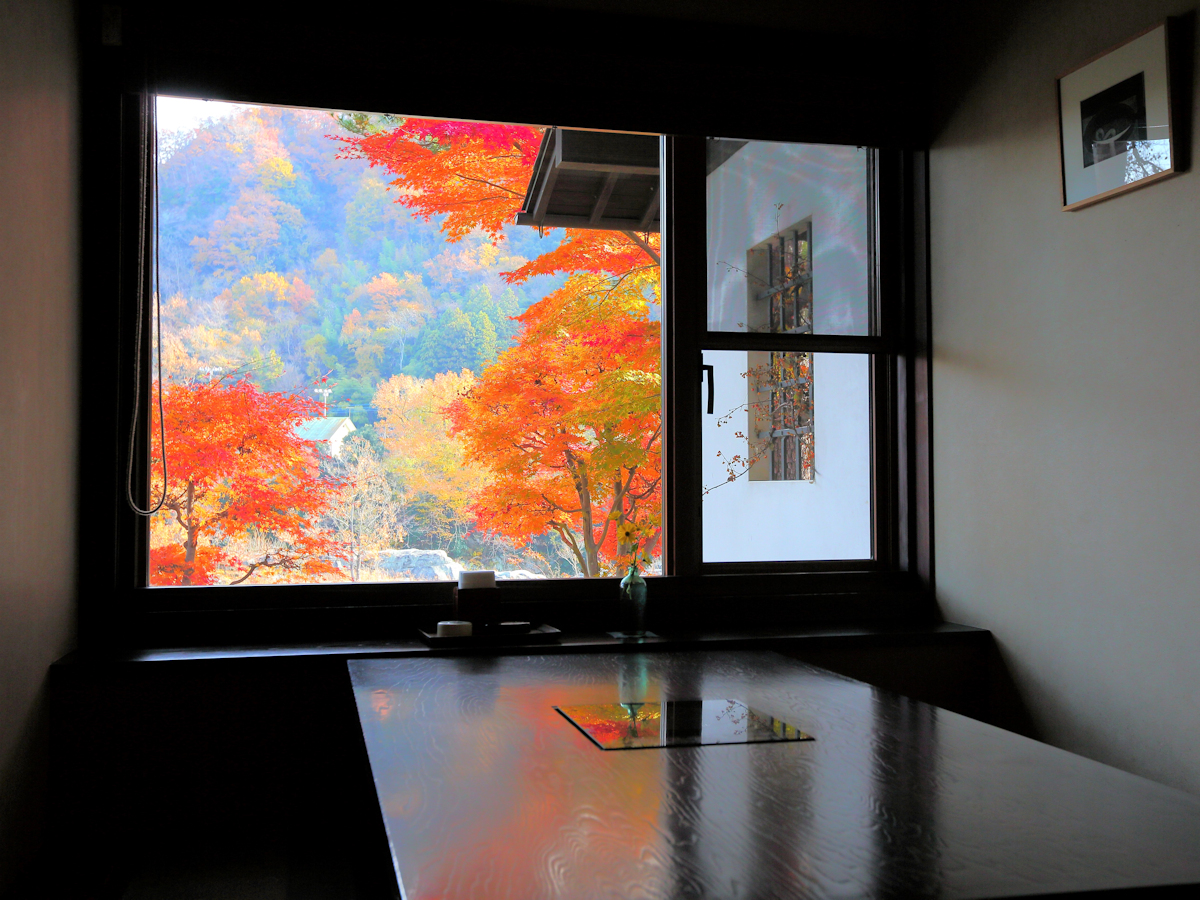 囲炉里庵 花水木は紅葉に囲まれた個室食事処
