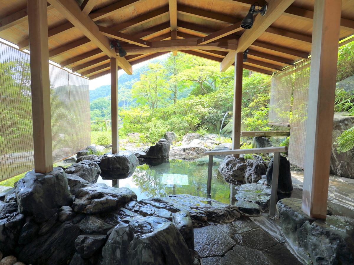 男性用露天は岩風呂です。