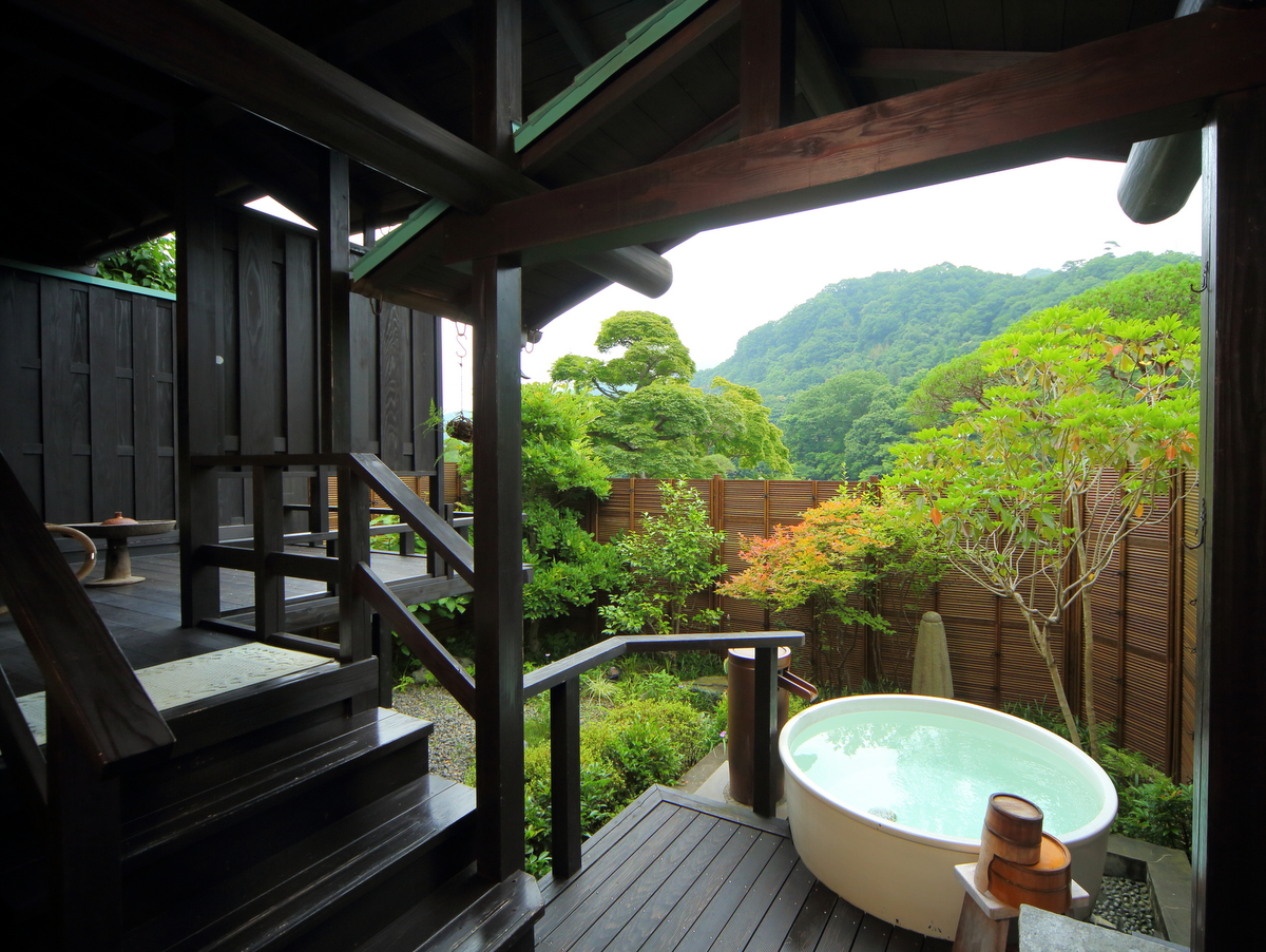 唯一の露天風呂付特別室。