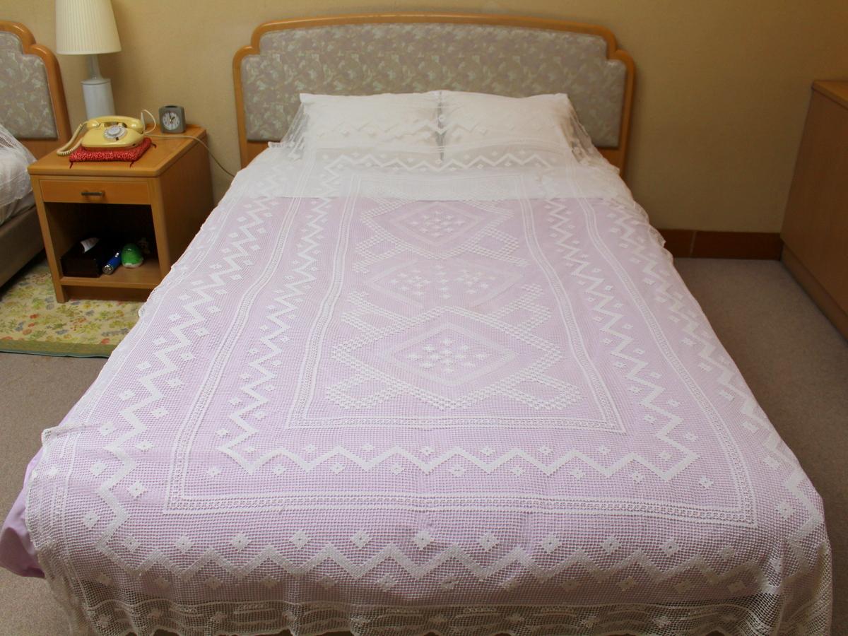 セミダブルの大きなベッドです。