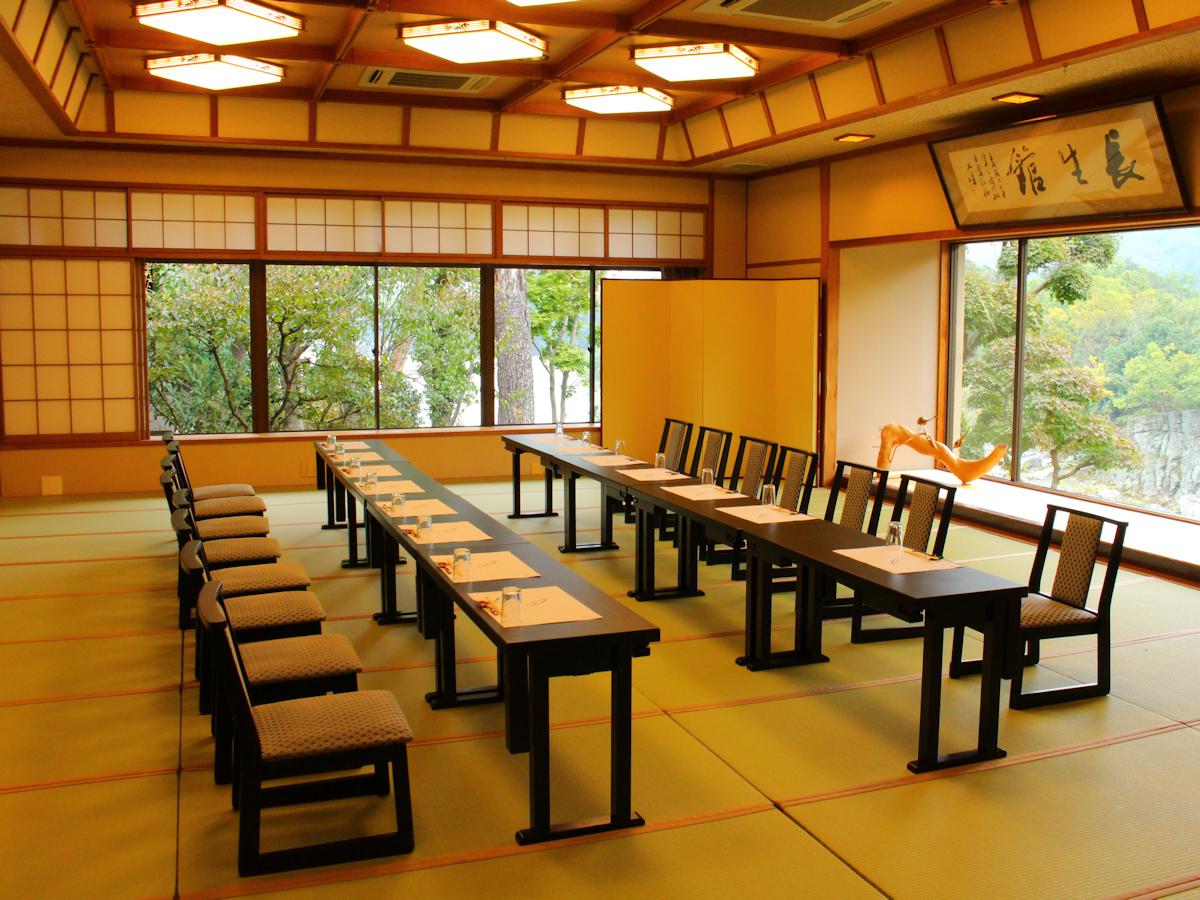 お食事場所は人数に応じてのご用意となります。