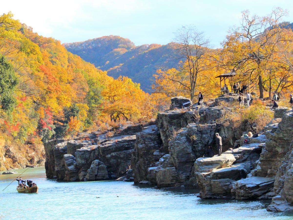 【岩畳】当館庭園から直結。500m続く岩畳は紅葉散歩にバッチリ