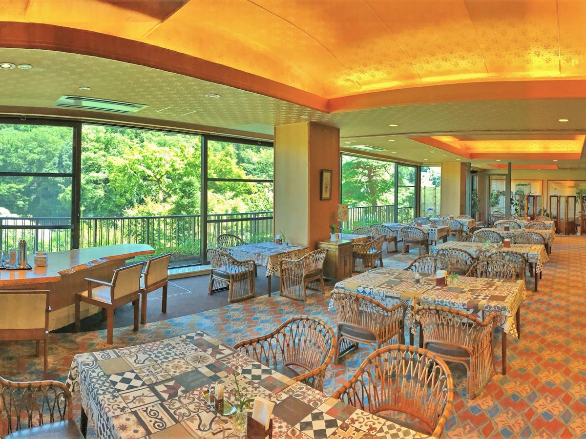 渓谷のパノラマ風景が望める大きな窓です♪