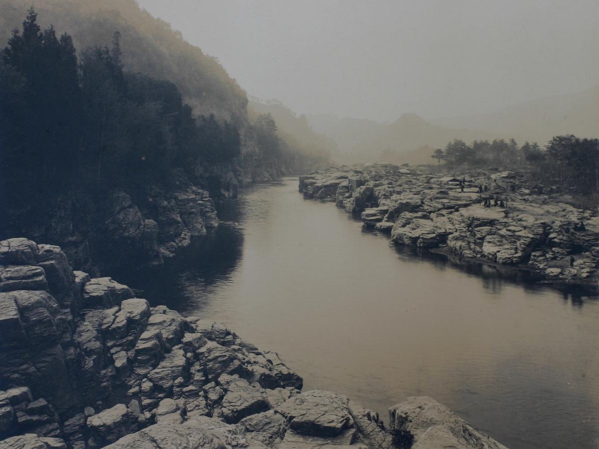 荒川対岸から上流を望む(大正時代)。