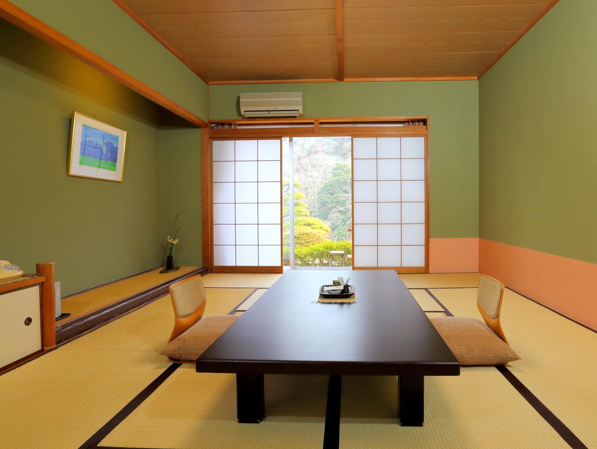 【1階】室内からも庭園が望めます。