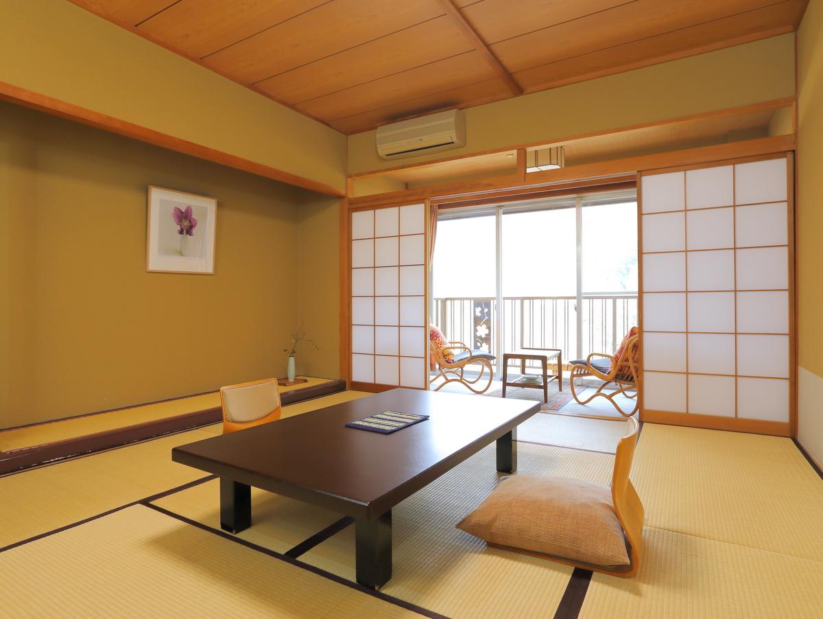 一般和室からも、長瀞渓谷や庭園が望めます。